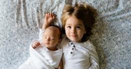 Geschwister zwei Kinder